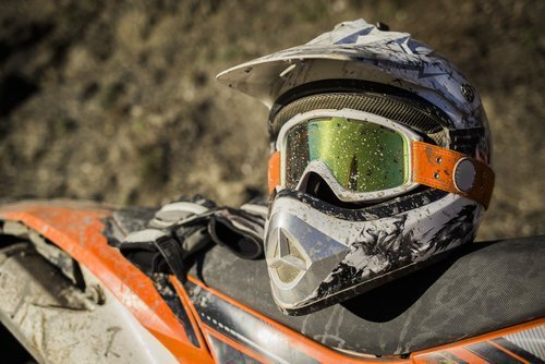 How to buy a dirt bike helmet