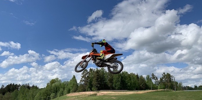 How To Ride Motocross - Body position on the jumps